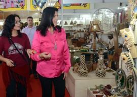ligia feliaciano no salao de artesanato foto claudio goes 06 270x191 - Vice-governadora destaca crescimento de 30% nas vendas do Salão de Artesanato