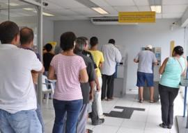 pagamento de salario foto jose lins 2 270x192 - Governo antecipa parte do 13º e injeta mais de R$ 120 milhões na economia paraibana