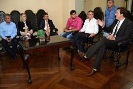 16.07.15 audiencias prefeitos  roberto guedes 8 270x180 - Governador em exercício Adriano Galdino se reúne com prefeitos paraibanos