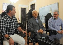 REUNI O PREFEITO DE UMBUZEIRO E LAU SIQUEIRA 1 270x191 - Governador em exercício discute criação de museu e melhoria de biblioteca em Umbuzeiro