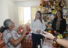 primeira dama eliane galdino visita cidade madura de cg foto claudio goes 8 270x191 - Primeira-dama em exercício visita Condomínio Cidade Madura em Campina Grande