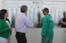 3operários placa2 270x179 - Ricardo homenageia operários que trabalharam na obra do Centro de Convenções