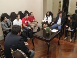 02.09.15 ligia reuniao google 9 270x202 - Vice-governadora discute formação de parcerias com o diretor mundial da Google Educação