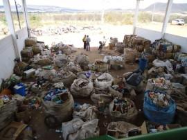 23.09.15 estado incentiva projeto reaproveitamento 1 1 270x202 - Governo do Estado incentiva projeto de reaproveitamento de resíduos sólidos no Cariri