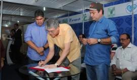 FEIRA AGROPECUARIA 9 270x158 - Ricardo assina medidas para beneficiar setor agropecuário