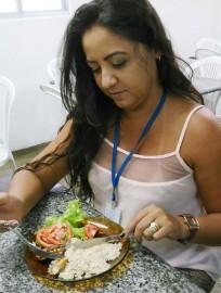 Valquíria Rodrigues aderiu aos pratos lights desde o início do projeto no dia 15 de setembro 204x270 - Maternidade de Patos oferece refeições lights para seus funcionários