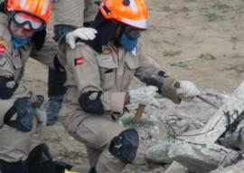 Bombeiros treinamento 1 270x191 - Bombeiros passam por treinamento de resgate a vítimas de desmoronamento