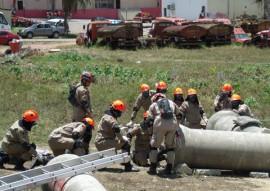 Bombeiros treinamento 3 270x191 - Bombeiros passam por treinamento de resgate a vítimas de desmoronamento