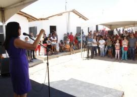 vice gov ligia realiza entrega de casas pela cehap no municipio de aguiar 22 270x191 - Vice-governadora entrega 40 casas na cidade de Aguiar