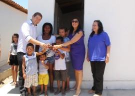 vice gov ligia realiza entrega de casas pela cehap no municipio de aguiar 5 270x191 - Vice-governadora entrega 40 casas na cidade de Aguiar