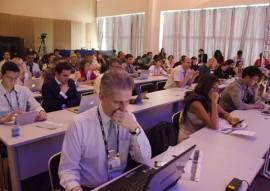 13.11.15 tradutores da onu fotos alberi pontes 6 270x191 - Intérpretes ajudam a compreensão dos participantes do Fórum de Governança da Internet