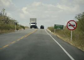 30.11.15 estrada inaugurada por ricardo pocinhos fotos alberi pontes 2 270x191 - Ricardo inaugura novo asfalto da Rodovia da Batatinha