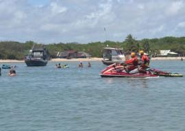 22.12.15 bombeiros orientacoes preventiva aqutico para feriado 5 270x192 - Corpo de Bombeiros orienta banhistas sobre segurança nas praias