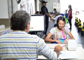 Abono Natalino 9 12 15 fotos Claudia Belmont 9 270x192 - Abono Natalino começa a ser pago nos municípios que têm agências dos Correios