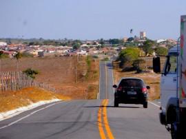 MONTADAS12 270x202 - Ricardo entrega estrada e inaugura ginásio de esportes no Agreste paraibano