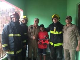 bombeiro visita paciente 270x202 - Bombeiros visitam garoto paciente do Napoleão Laureano que sonha servir à tropa