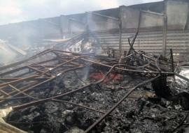 bombeiros realizam combate a incendio em galpao no bairro das industrias 1 270x191 - Bombeiros realizam combate a incêndio em galpão no Bairro das Indústrias