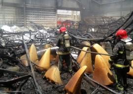 bombeiros realizam combate a incendio em galpao no bairro das industrias 2 270x191 - Bombeiros realizam combate a incêndio em galpão no Bairro das Indústrias