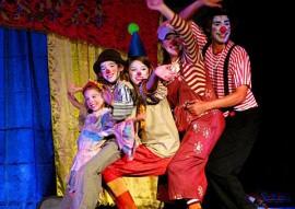 caminhão de palhaços 270x191 - Governo do Estado lança projeto Cardume com teatro, dança e circo no Espaço Cultural