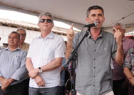 prefeito de algodao de jandaira foto jose marques 270x191 - Ricardo inaugura estrada e retira Algodão de Jandaíra do isolamento asfáltico