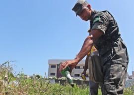 combate ao aedes aegypti em cabedelo foto ricardo puppe 3 270x191 - Governo e Exército seguem com visitas domiciliares de combate ao Aedes aegypti em Cabedelo