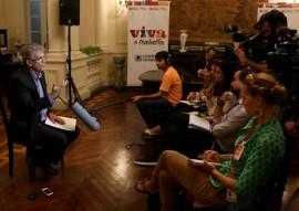 ricardo fala para imprensa internacional 0001 portal 270x191 - Ricardo concede coletiva à imprensa local e internacional sobre pesquisa de microcefalia na Paraíba
