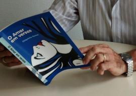 """01 03 16 poeta estreia literatura livro o amor emvers 2 270x192 - Poeta Chiquinho Gomes lança o livro """"O Amor em Versos"""" na Fundação Casa de José Américo"""