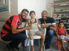 AÇÃO SOCIAL 270x202 - Atletas do Treze e Campinense participam da festa de Páscoa do Hospital de Trauma de Campina Grande