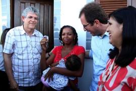 casas entrega de casas fotos alberi pontes 270x180 - Entrega de casas beneficia mais de 500 moradores em Sousa