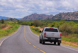 estrada de pedra branca foto jose marques 2 270x183 - Ricardo entrega rodovia e autoriza sistema de abastecimento d'água para Nova Olinda e Pedra Branca