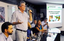 ricardo na solenidade do empreender foto jose marques 5 270x173 - Ricardo lança linha de crédito Empreender Inovação Tecnológica