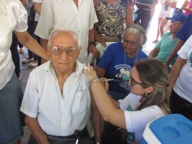 """vacinação1 270x202 - Governo realiza """"Dia D"""" da campanha de vacinação contra a gripe"""