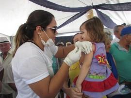 """vacinação4 270x202 - Governo realiza """"Dia D"""" da campanha de vacinação contra a gripe"""