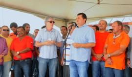SOBRADO PREFEITO 270x158 - Ricardo inspeciona obras do Viaduto do Geisel, inaugura ruas em Sobrado e UPS em Santa Rita