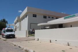 entrega de ambulancia e tomografo 270x180 - Ricardo entrega equipamentos, inaugura centro para rendeiras e estrada no Cariri