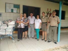 vila vicentina 9 270x202 - Polícia Militar entrega 200 kg de alimentos não perecíveis à entidade filantrópica