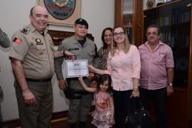DSC 3645 270x180 - Policiais militares recebem comenda na Capital