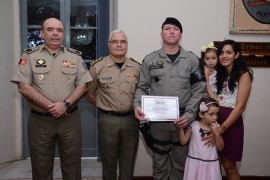 DSC 3655 270x180 - Policiais militares recebem comenda na Capital
