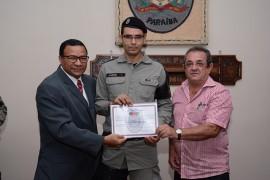 DSC 3663 270x180 - Policiais militares recebem comenda na Capital
