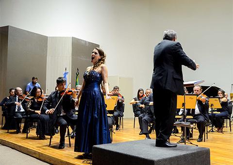 cantora e o maestro argentino fotowalter rafael - Ricardo se reúne com cônsul da Argentina no Concerto Binacional Argentina/Brasil