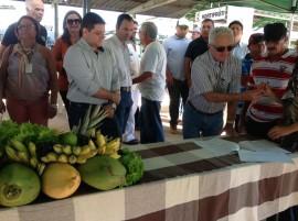 feira2 29 07 270x201 - Governo homenageia agricultores e entrega equipamentos para Feira do Produtor