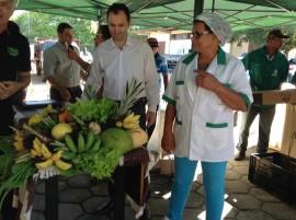 feira3 29 07 270x201 - Governo homenageia agricultores e entrega equipamentos para Feira do Produtor