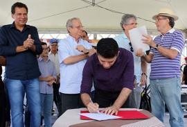 prefeito sebastiao cruz solanea assina foto francisco franca 270x183 - Ricardo assina ordem de serviço para obras do contorno de Solânea