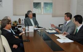 ricardo em reuniao foto jose marques 1 270x169 - Ricardo se reúne com diretor da ANEEL para discutir o uso da energia solar na Paraíba