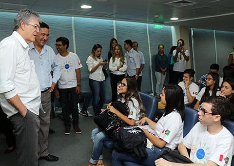 embarque dos alunos do gira mundo canada foto secom pb (2)