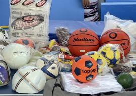 kits esportivos 3 270x191 - Governo do Estado entrega kits esportivospara alunos da rede estadual de ensino