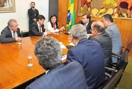 ligia reunida camara foto comunicacao da camara federal 270x183 - Lígia e governadores do Norte e Nordeste reforçam pedido de recursos emergenciais em Brasília
