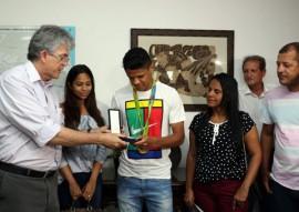 medalha douglas santos foto secom pb 6 270x191 - Ricardo entrega comenda a jogador paraibano que conquistou medalha de ouro nas olimpíadas