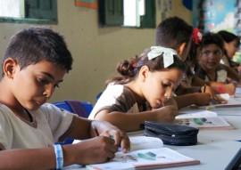 Alunos da Escola S o Francisco com livros da Liga Pela Paz 270x191 - Rede Estadual de Ensino desenvolve habilidades emocionais que contribuem para a cultura de paz nas escolas