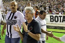 botafogo e fortaleza foto francisco frança 4 270x180 - Ricardo prestigia jogo entre Botafogo e Fortaleza e destaca bom momento do time paraibano